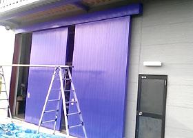 倉庫扉塗装-上塗り完成